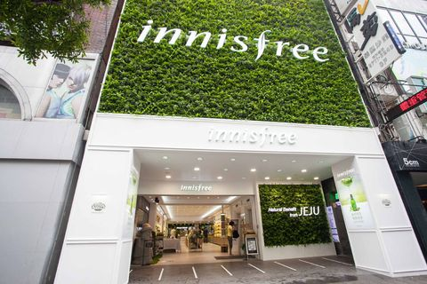 Commercial building, Real estate, Retail, Door, Flowerpot, Advertising, Urban design, Houseplant, Outlet store,