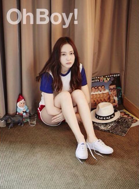 Human leg, Knee, Long hair, Foot, Bag, Brown hair, Curtain, Toy, Ankle,