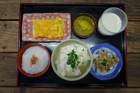 Food, Cuisine, Meal, Dishware, Ingredient, Serveware, Dish, Tableware, Steamed rice, Breakfast,