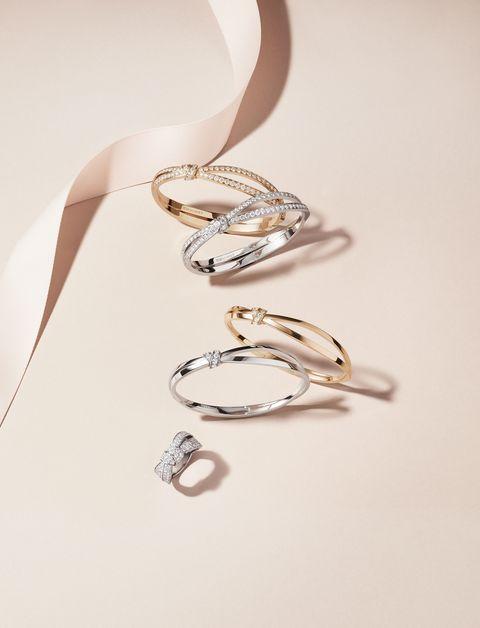 Fashion accessory, Ear, Body jewelry, Jewellery, Silver, Metal, Silver, Platinum,