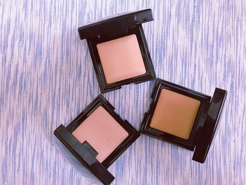 Cosmetics, Face powder, Eye shadow, Beauty, Eye, Human body, Material property, Beige, Powder, Tints and shades,