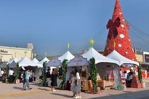 Landmark, Public space, Town, Tourism, Building, City, Architecture, Market, Marketplace, Fun,