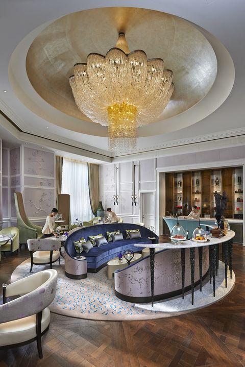 Ceiling, Interior design, Room, Property, Chandelier, Living room, Furniture, Building, Lobby, Home,