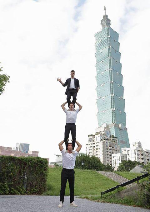 Tower, Tower block, People in nature, Knee, Condominium, Skyscraper, Active pants, Balance, Metropolis, Apartment,