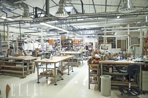 Workshop, Industry, Interior design, Engineering, Machine, Ceiling, Factory, Service, Hall, Toolroom,