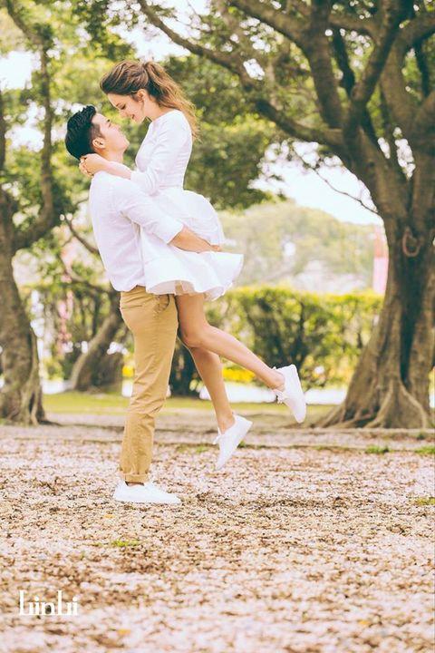 Shoe, Happy, People in nature, Romance, Deciduous, Interaction, Dress, Love, Gesture, Honeymoon,