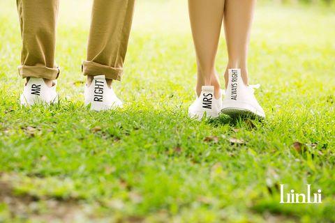 Footwear, Human, Grass, Green, Human leg, Shoe, Joint, People in nature, Sneakers, Calf,