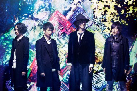 Coat, Style, Blazer, Suit, Fashion, Street fashion, Tie, Fashion design, Sun hat,