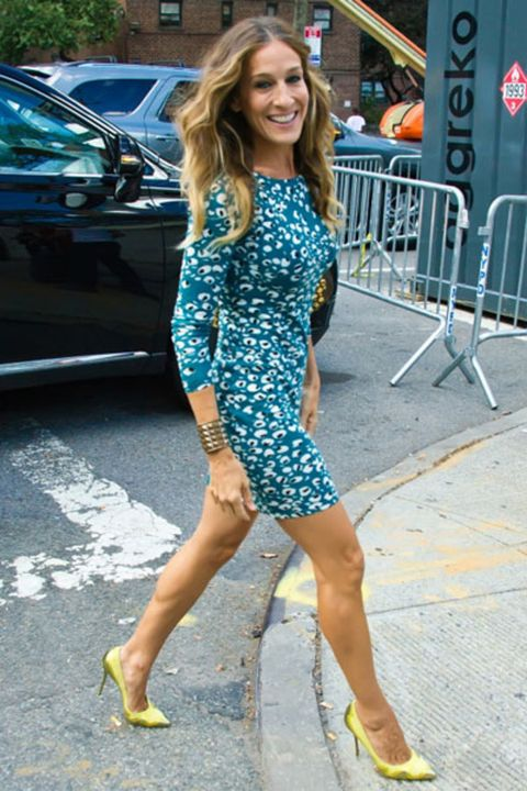 Human leg, Dress, Thigh, Street fashion, Vehicle door, Electric blue, Sandal, Foot, Calf, High heels,