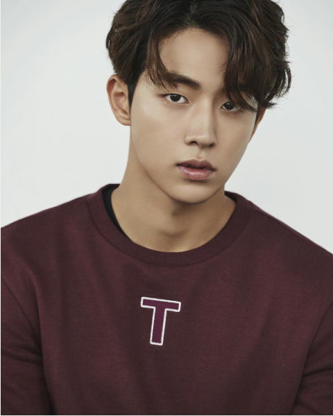 Lip, Cheek, Hairstyle, Sleeve, Chin, Forehead, Shoulder, Eyebrow, T-shirt, Style,
