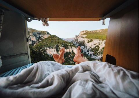 Comfort, Travel, Formation, Linens, Foot, Blanket, Daylighting, Bed sheet,