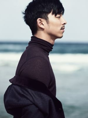 Hairstyle, Sleeve, Chin, Forehead, Photograph, Standing, Style, Black hair, Ocean, People in nature,
