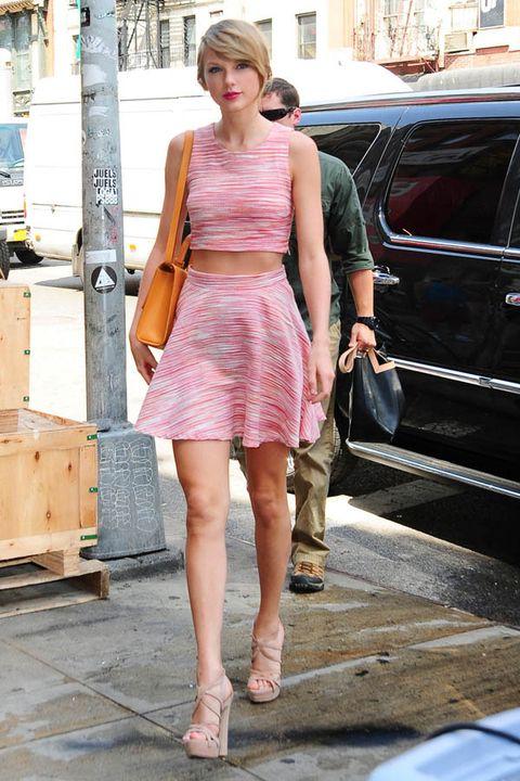 Clothing, Shoulder, Human leg, Dress, Pink, Street fashion, Bag, One-piece garment, Vehicle door, Day dress,