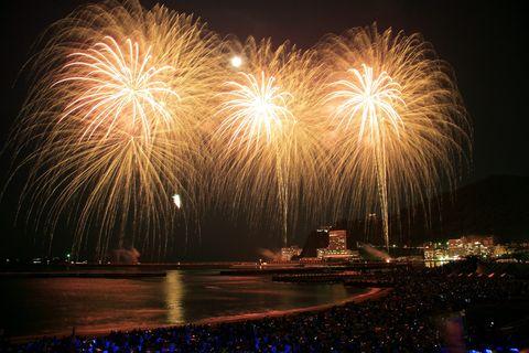Nature, Night, Event, Yellow, Pink, Fireworks, Darkness, Atmospheric phenomenon, Midnight, World,