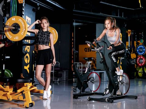 Leg, Human leg, Physical fitness, Exercise, Exercise machine, Indoor cycling, Stationary bicycle, Exercise equipment, Thigh, Sneakers,