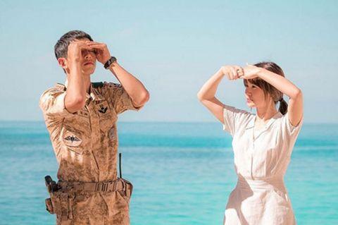 Sleeve, Shoulder, Water, Elbow, Hand, Standing, Leisure, People on beach, People in nature, Summer,
