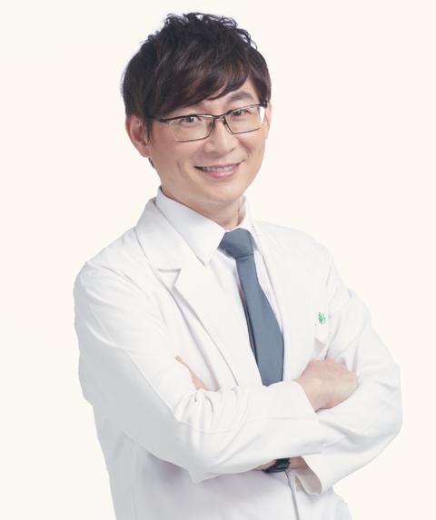 White coat, White-collar worker, Physician, Smile, Businessperson, Uniform, Gesture, Formal wear, Glasses, Job,
