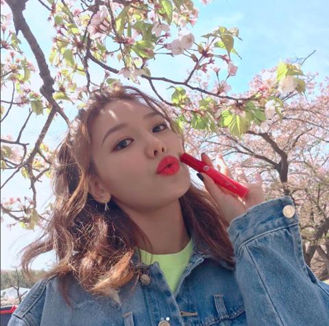 Hair, Lip, Beauty, Hairstyle, Spring, Tree, Long hair, Flower, Sunlight, Plant,
