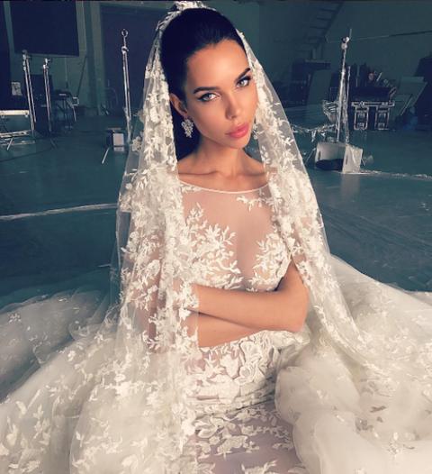 Hairstyle, Skin, Bridal clothing, Shoulder, Dress, Photograph, White, Wedding dress, Bride, Bridal veil,
