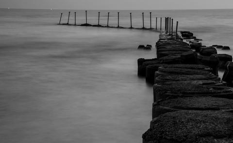 White, Water, Black, Sea, Black-and-white, Monochrome, Atmospheric phenomenon, Pier, Shore, Sky,