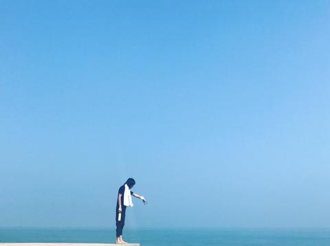 People in nature, Blue, Sky, Sea, Ocean, Horizon, Azure, Standing, Water, Cloud,