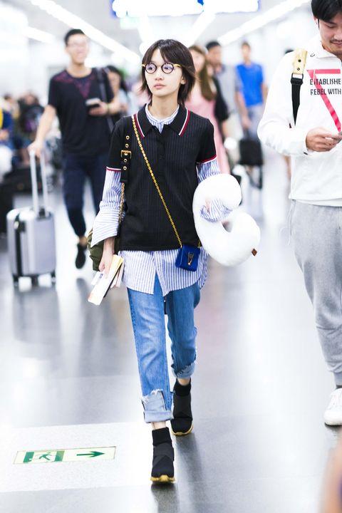 Footwear, Trousers, Jeans, Denim, Fashion, Street fashion, Luggage and bags, Bag, Waist, Ball,