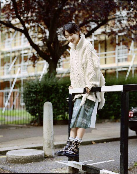 Outerwear, Collar, Street fashion, Denim, Bag, Knee, Boot, Plaid, Ankle, Top,
