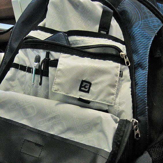 ogio-politan-blue-bag-pockets