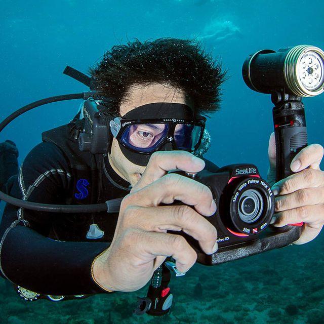 SeaLife-Waterproof-Camera-Gear-Patrol-Lead-Full