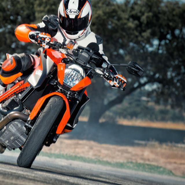 KTM-Duke-R-GP100-Gear-Patrol-Lead-Full-Right