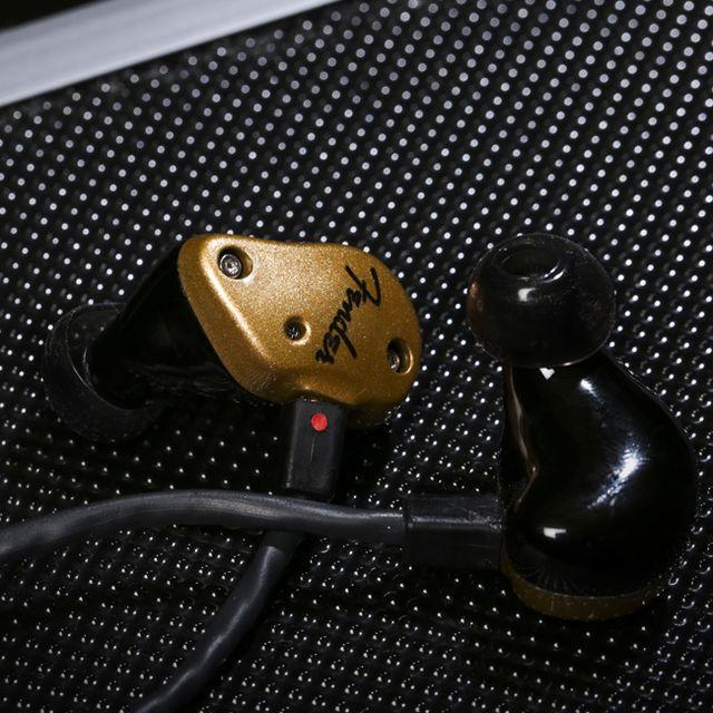 gear-patorl-fender-headphones-lead-full