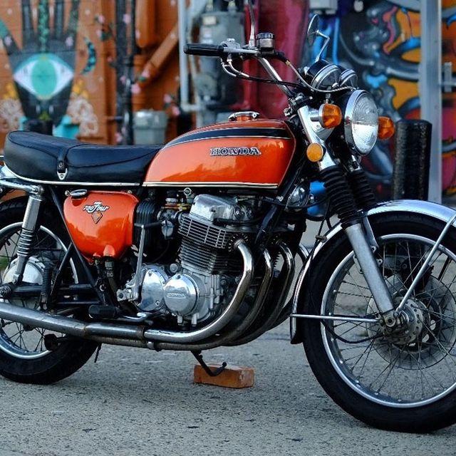 vintage-superbike-gear-patrol-full-lead