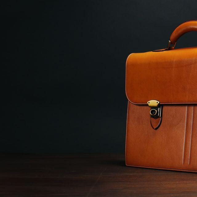 ultimate-briefcase-gear-patrol-cinematic-lead-02