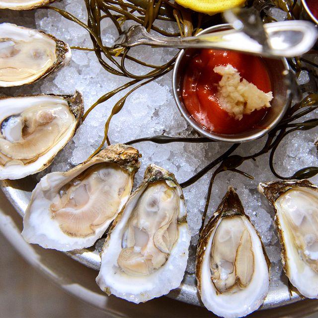 mermaid-bar-oyster-gear-patrol-970-6