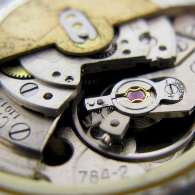 cheap-vintage-watches-gear-patrol-full-lead