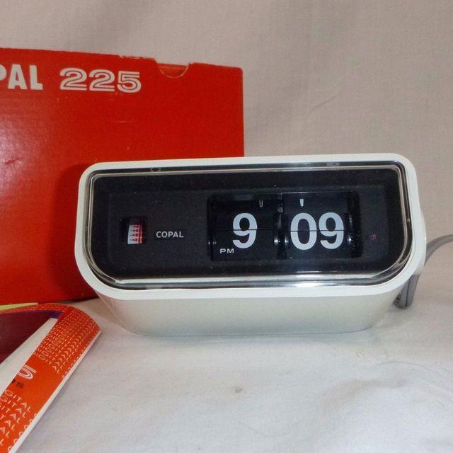 vintage-flip-clocks-gear-patrol-full-lead