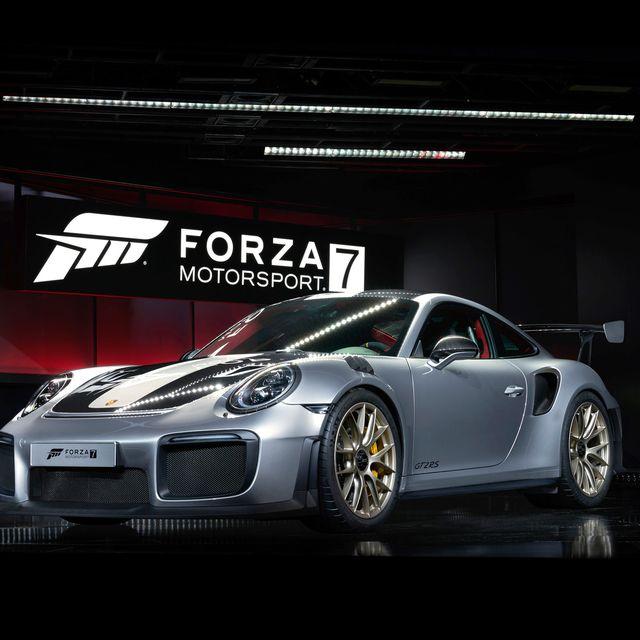 Porsche-GT2-RS-Gear-Patrol-Lead-Full