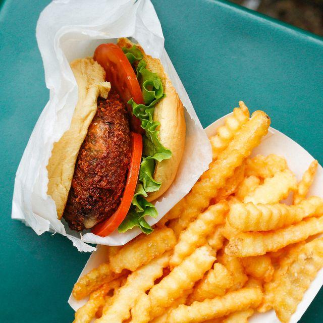 shake-shack-veggie-burger-gear-patrol-full-lead-