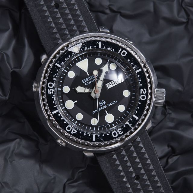 vintage-submarine-watches-gear-patrol-full-lead
