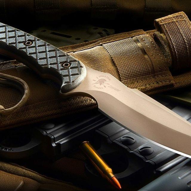 Best-Knives-of-the-Year-gear-patrol-Hybris-full-lead
