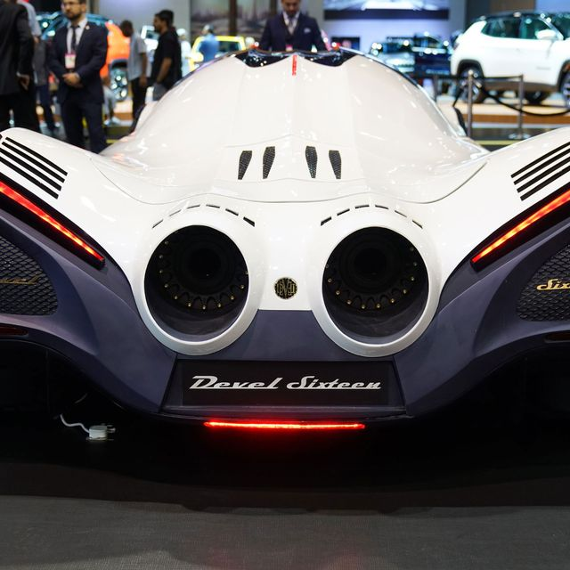 Dubai-Motor-Show-2017-gear-patrol-lead-full