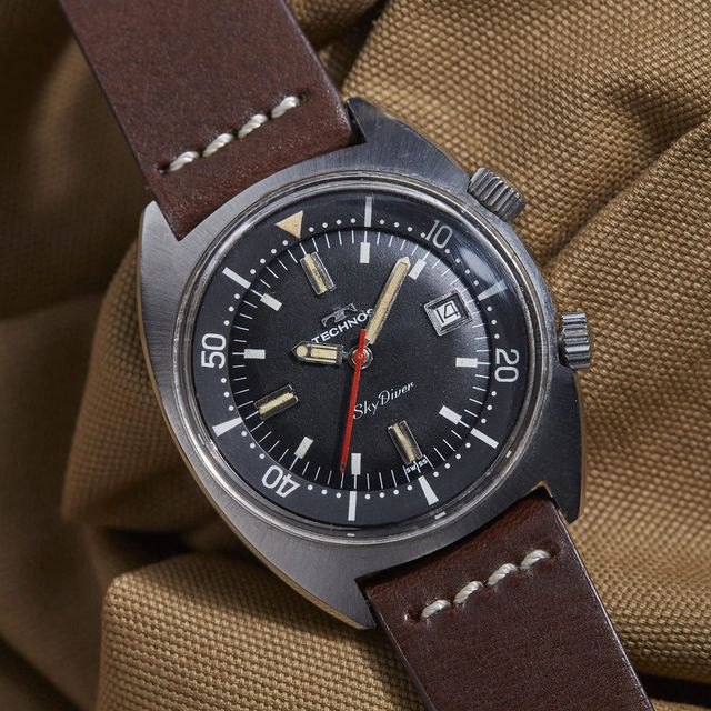 Vintage-Divers-Classy-Enough-To-Wear-With-Suit-gear-patrol-lead-full