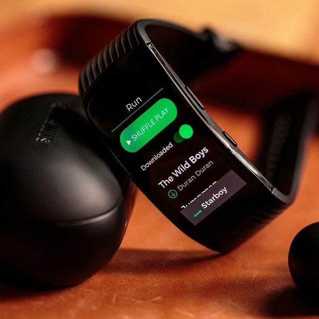 Samsung-Gear-Fit-2-Spotify-gear-patrol-lead-full