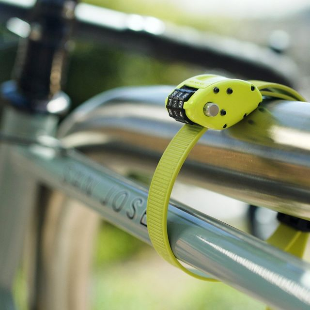 Ottolock-Bike-Lock-gear-patrol-lead-full