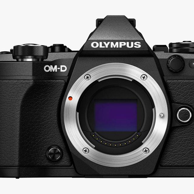 Olympus-E-M5-Mark-II-gear-patrol-lead-full