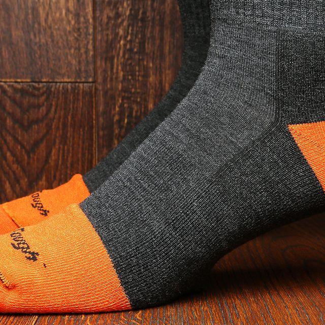 Darn-Tough-Mens-Steely-Socks-gear-patrol-lead-full