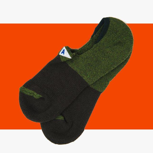 Finally-No-Show-Socks-that-Dont-Suck-gear-patrol-full-lead-2