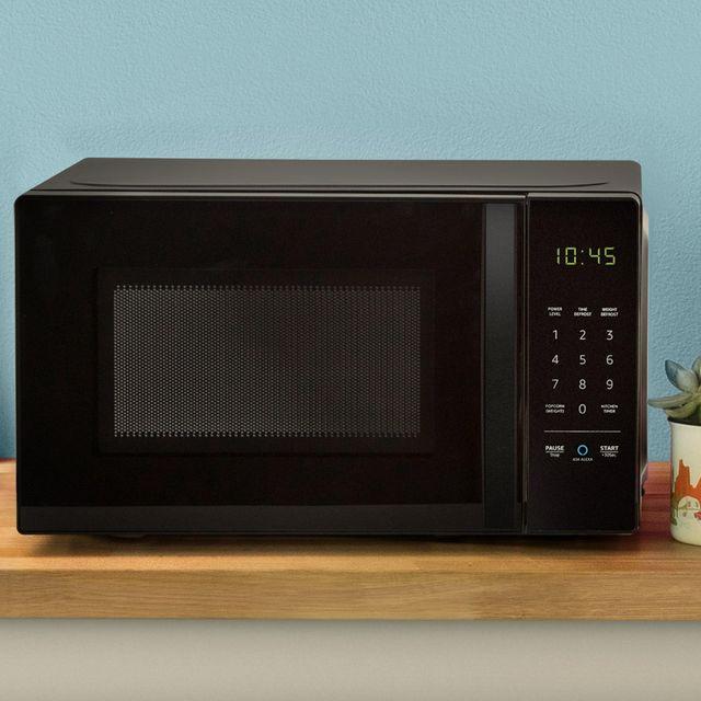 Amazon-Basics-Microwave-gear-patrol-lead-full-v2