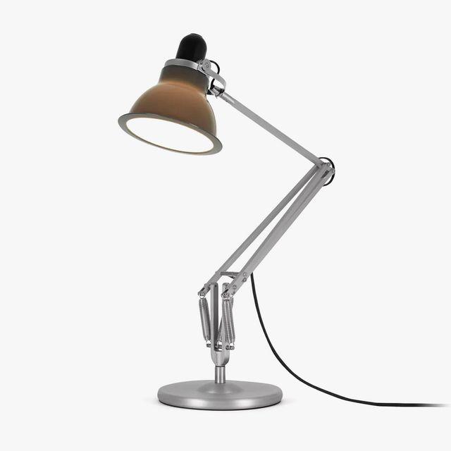 Anglepoise-Type-Desk-Lamp-gear-patrol-full-lead