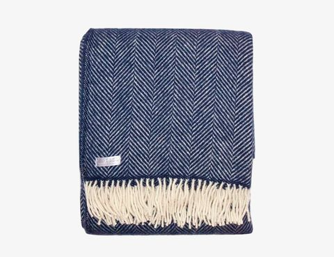 Cozy-Wool-Blankets-Gear-Patrol-perf